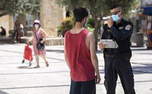 """המדריך ל""""עבריין"""" בלי מסכה: מה מותר ומה אסור כשנפגשים עם שוטר"""